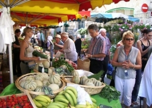 Weekly market in Sainte-Foy-la-Grande